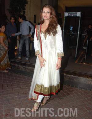 Aishwarya Rai gorgeous outfit