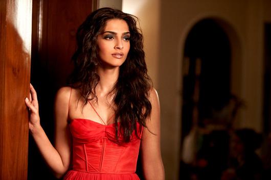 Sonam-Kapoor-Hair-Style-Aisha