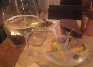 Quintessenza - prosecco and cheeses